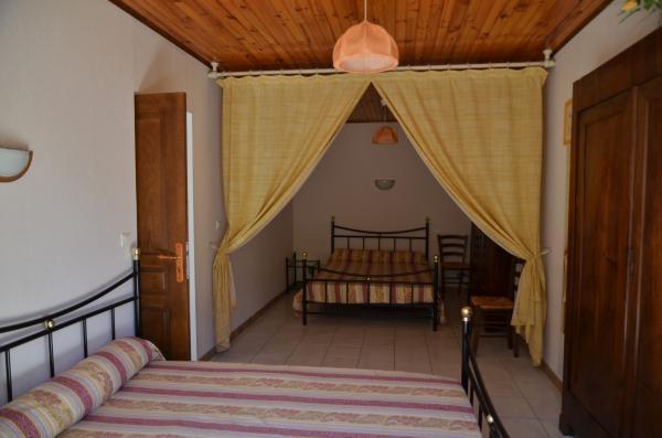 chambre double du gîte le romarin Lézan Gard