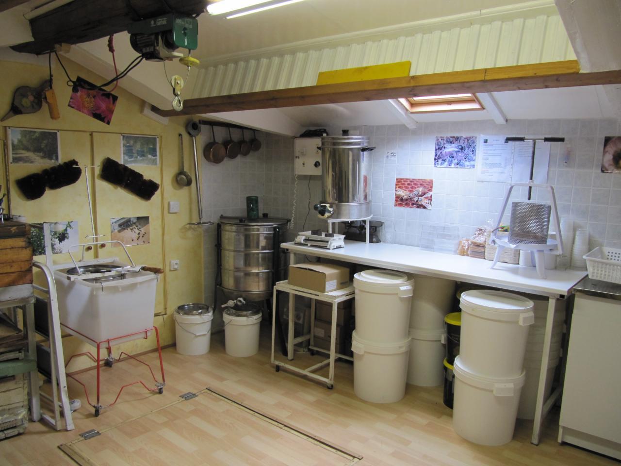 Atelier d'extraction du miel à Lézan Gard