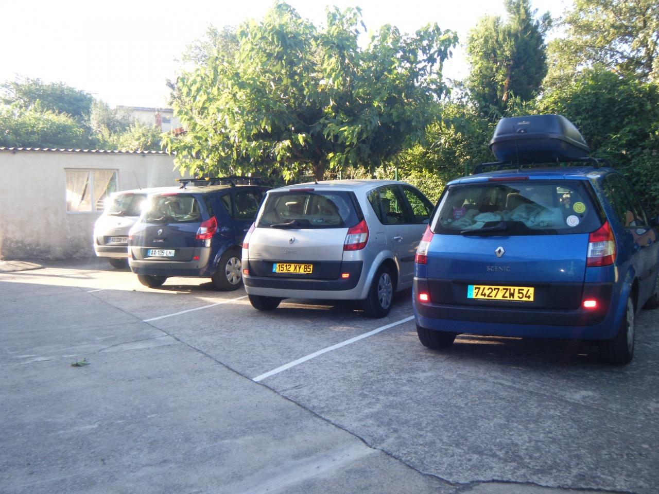 parking privé aux gites à Lézan gard à 8 kms d'Anduze