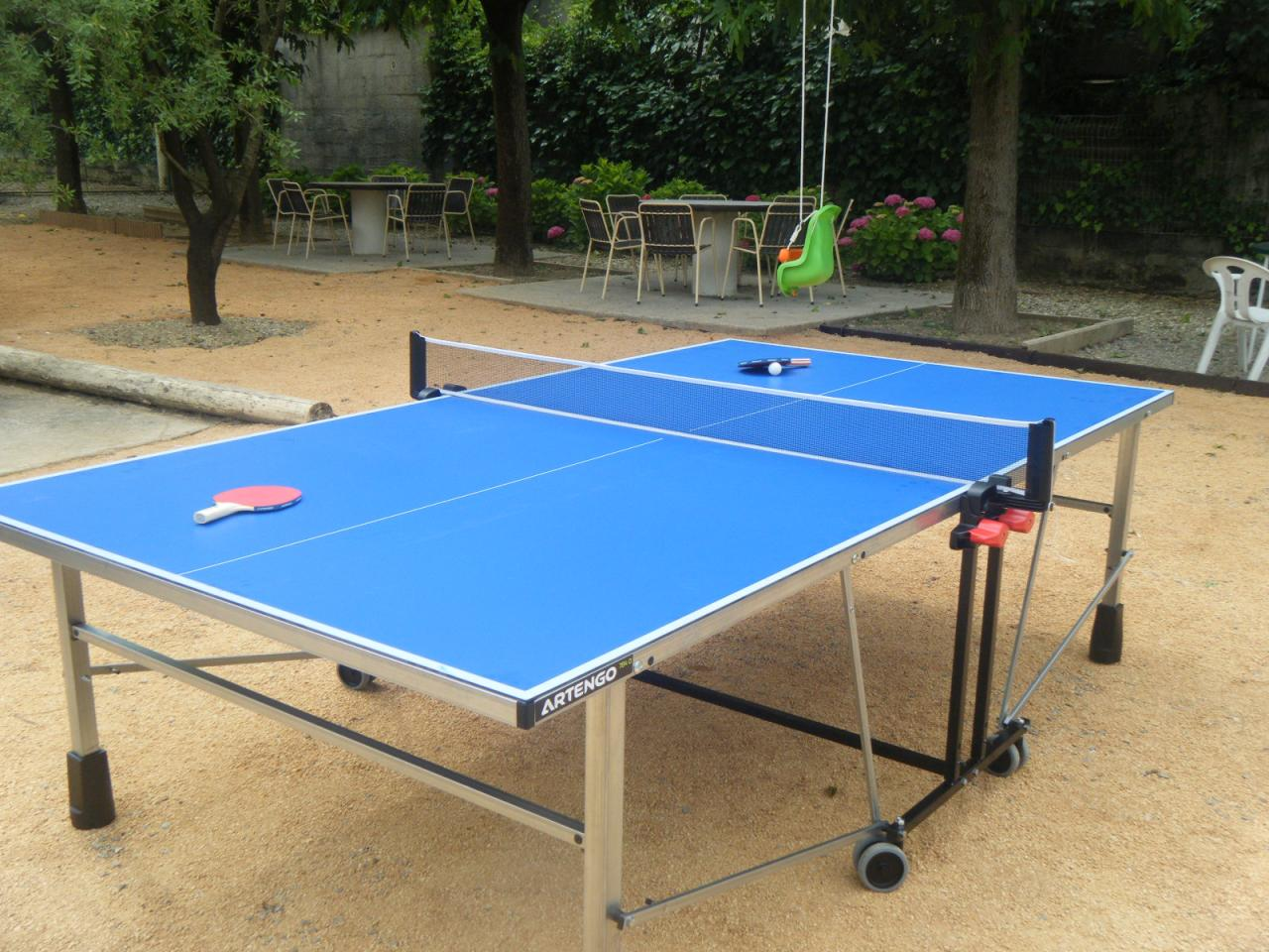 table de tennis aux gites de Lézan Gard aux portes des Cévennes