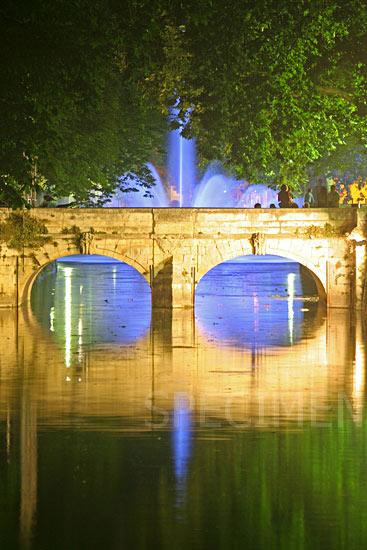 Nimes, quai de la fontaine
