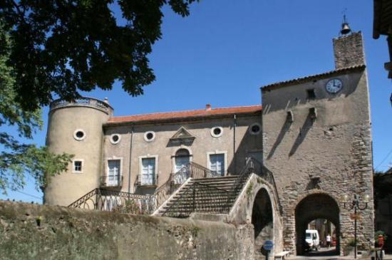 Chateau et sa tour carrée