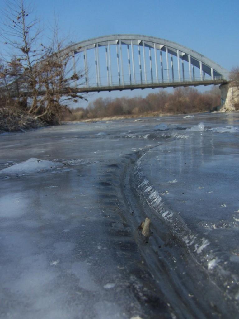 Le pont de Lezan par grand froid