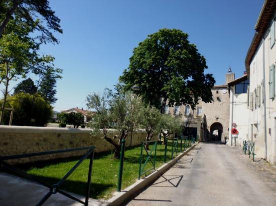 Le chateau et son parc à Lézan